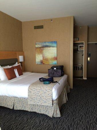 Warwick Seattle: King bed