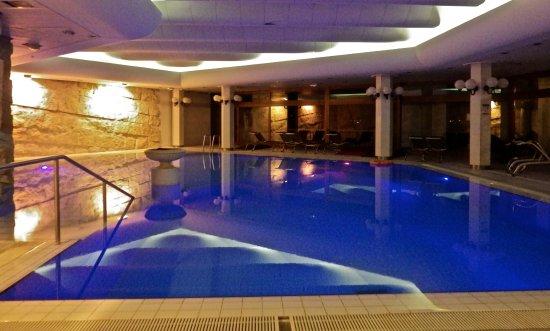Menthon-Saint-Bernard, Fransa: la piscine .....