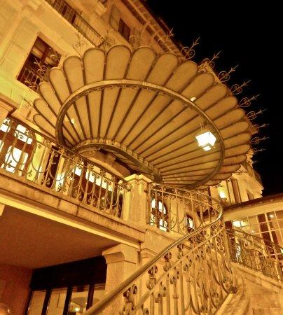 Menthon-Saint-Bernard, Γαλλία: le perron de l'hôtel.....
