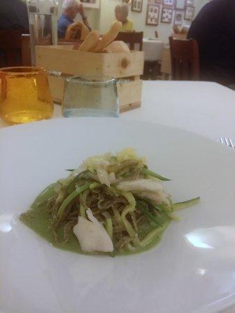 Osteria di Mezzo: Tagliolini integrali con pesce persico e zucchine...........squisiti.