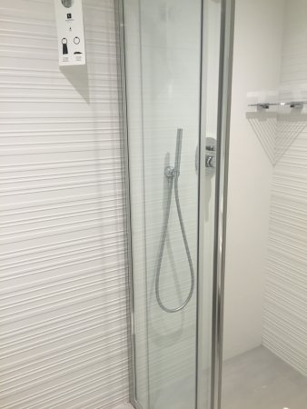 Hotel Valentina: Twin head shower