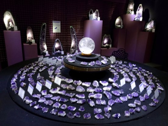 Atherton, ออสเตรเลีย: one of the crystal rooms. (not very expensive either).