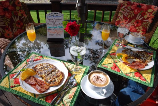 Libby, Μοντάνα: A typical breakfast at Dumonts Creekside B&B.