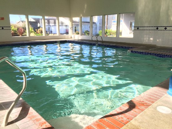 Clean swimming pool, maximum depth 5 feet. - Picture of The ...