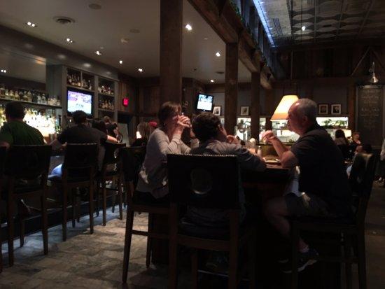 Norman Rose Tavern: pub