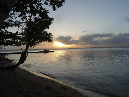 Toberua Island, Fiji: Stunning sunset at our door
