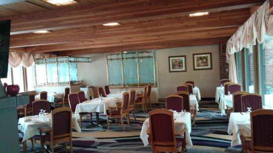 Markham, Canada: Tivoli Restaurant - located inside Edward Village Hotel - dining room.