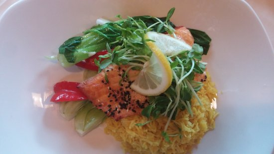 Markham, Canadá: Tivoli Restaurant - located inside Edward Village Hotel - Salmon with noodles, bok choy, wasabi,
