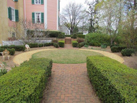 T.R.R. Cobb House: Gardens