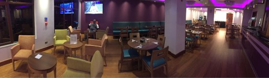 Hayes, UK: Dining area :) ... bofore breakfast