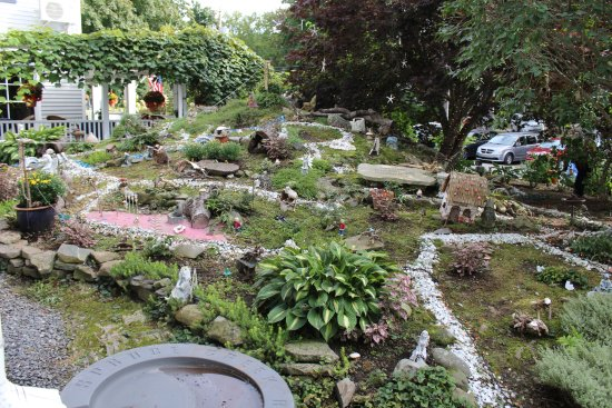 Nonantum Resort: The fairy garden in the front was so special!