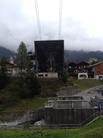 Silvretta Parkhotel Klosters: Nearby cable car station
