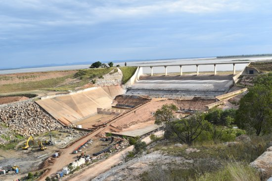 Emerald, Australien: Current works at dam