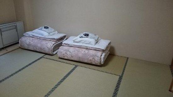 Sobetsu-cho, Japonya: 部屋には布団が準備されていました。