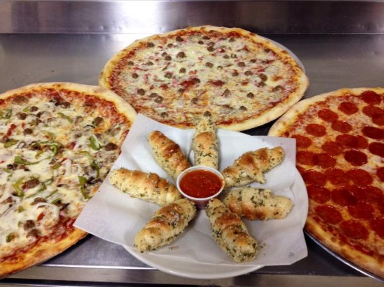 Riverview, FL: Pepperoni, meatlover, & supreme pizza with 6 garlic rolls