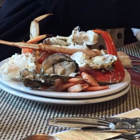 Des Moines, Ουάσιγκτον: Salty's Restaurant in Redondo Beach has excellent seafood dishes.
