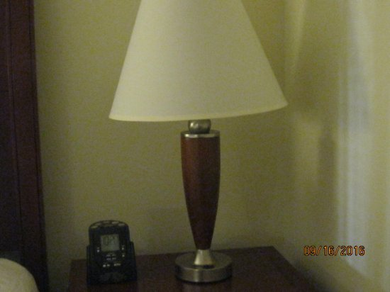 Hilton Garden Inn Greensboro: nightstand