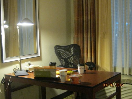 Hilton Garden Inn Greensboro: desk