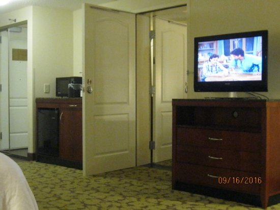 Hilton Garden Inn Greensboro: connecting rooms with view of tv frig and microwave