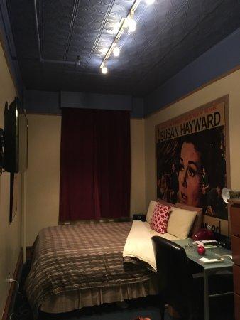 Chelsea Pines Inn: photo1.jpg