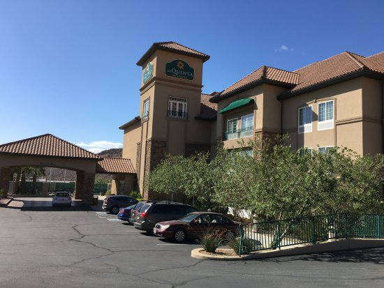 La Quinta Inn & Suites St. George: from the east side parking lot
