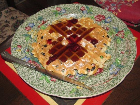 เมย์วิลล์, วิสคอนซิน: Homemade waffles with butter and real maple syrup...