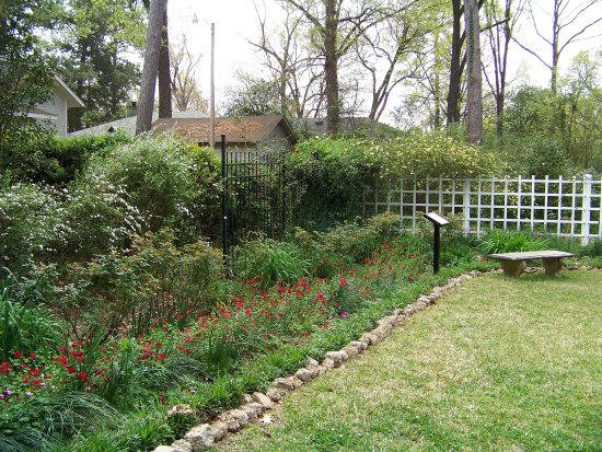 Eudora Welty House : Gardens