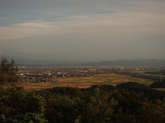 Tsubame, Japón: 朝日山展望台から見た風景