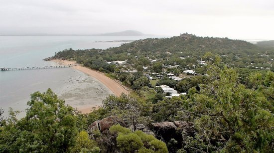 Isla Magnetic, Australia: Picnic Bay from Hawking Point viewing platform