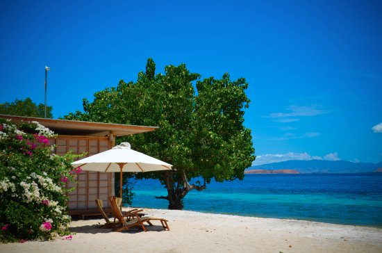 das massage h uschen am strand picture of komodo resort diving club labuan bajo tripadvisor. Black Bedroom Furniture Sets. Home Design Ideas