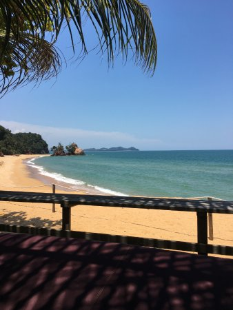 Club Med Cherating Beach: Our view from the sun bed at the Zen Pool, facing the seaside.....