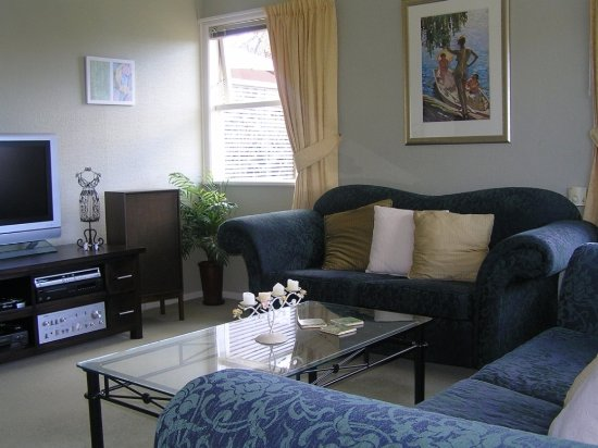 Beach Haven, New Zealand: Our lounge to sit and relax or watch a movie with us