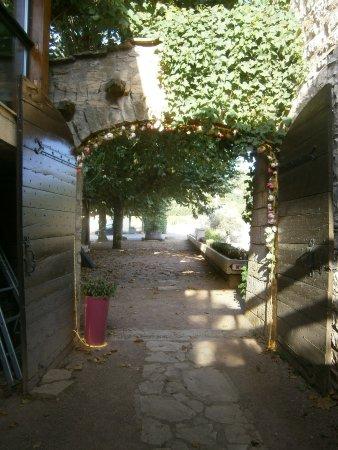 Sance, ฝรั่งเศส: Entrée de l'hôtel restaurant (extérieur)