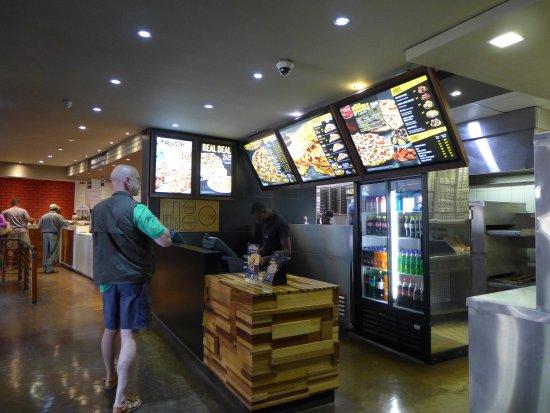 Kempton Park, Sydafrika: Debonairs Pizza at Satara rest camp