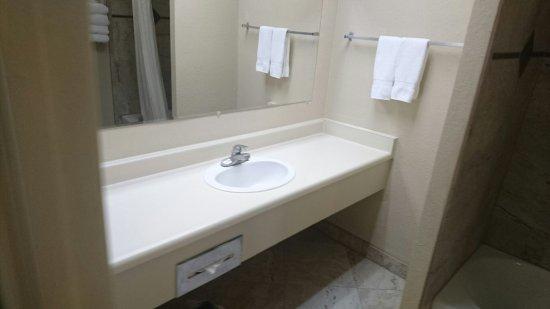 Inlet Tower  Hotel & Suites: DSC_3484_large.jpg