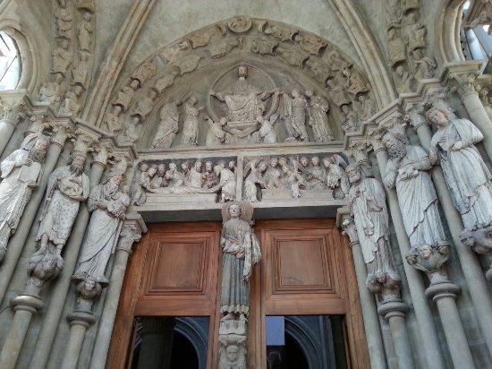 Catedral de Lausanne: 20160625_145740_large.jpg