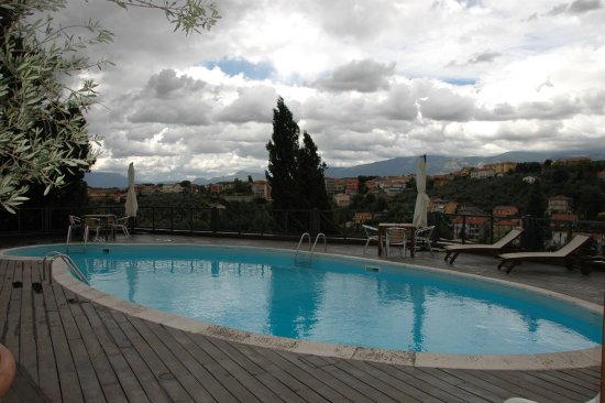 Castello Chiola Hotel: Pool with a view