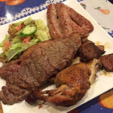 Arco Iris, Gotanda: ステーキ、チョリソー、アンティクーチョ、チキンの盛り合わせ