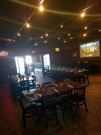 Saint Charles, IL: Tap House Grill