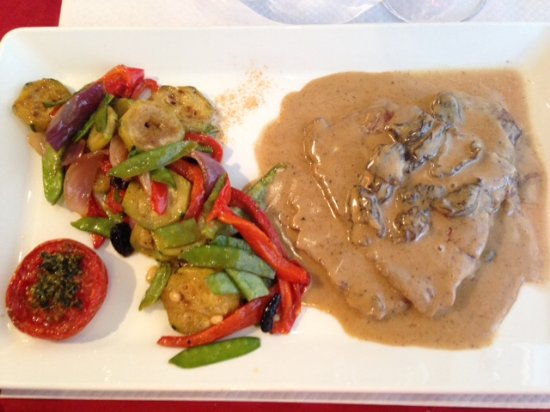 Режюсс, Франция: Bavette de veau aux morilles avec petits légumes.