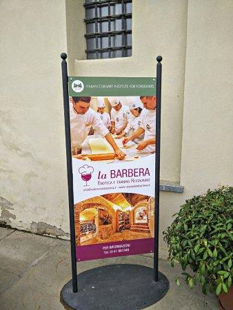 Costigliole d'Asti, Italia: La Barbera restaurant and school entrance