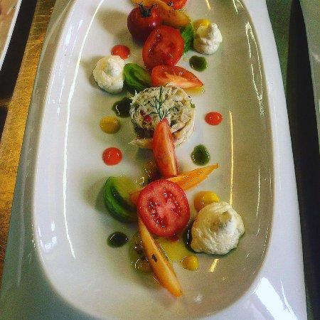 Saint Savin, France: Salade fraîcheur de raie et tomates couleur, huile d'olive d'Alexis Munoz