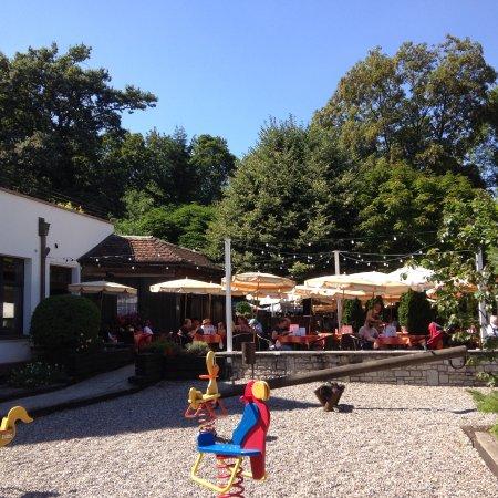 Birsfelden, Svizzera: Kinderspielplatz und Gartenwirtschaft