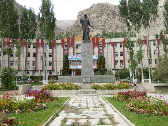 Khorog, Tajikistan: ソモニの像