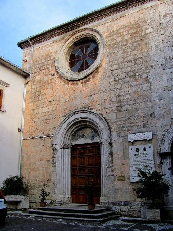 Isernia, Italia: Frontale chiesa di San Francesco