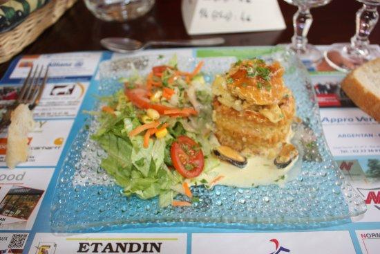 Baixa Normandia, França: entrée bouche a la reine de poisson et petits légumes d' accompagnement
