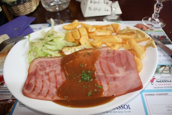 Basse-Normandie, France : plat jambon braisé/frites, simple mais excellent.