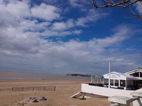 Saint-Georges-de-Didonne, Francja: La plage et le restaurant