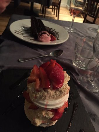 Rhosneigr, UK: fudge cake and strawberry merangue