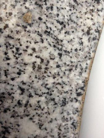 Bagnères-de-Bigorre, Francia: Espèce de vomis seché sur le rebord du lavabo